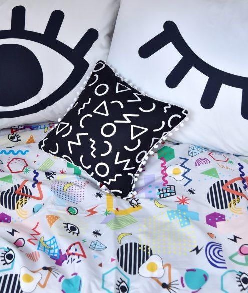 Movimento Memphis em roupa de cama e decoração na MOOUI