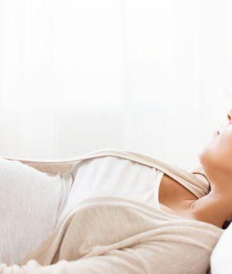 O que posso fazer para dormir melhor durante a gravidez?