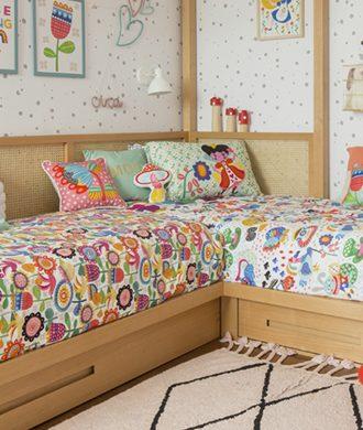 roupa de cama estampada e colorida