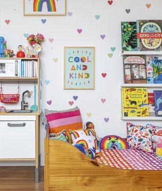 quarto infantil com muitas cores