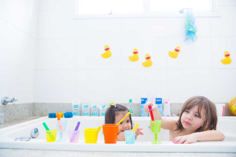 atividades no banho com brinquedos