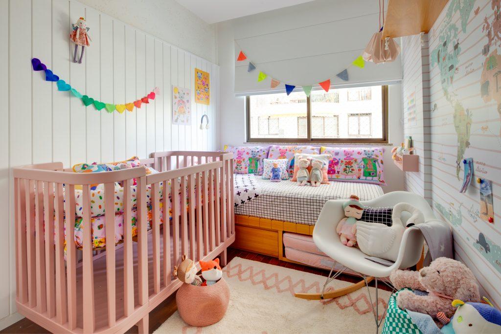 quarto decorado com bandeirinhas