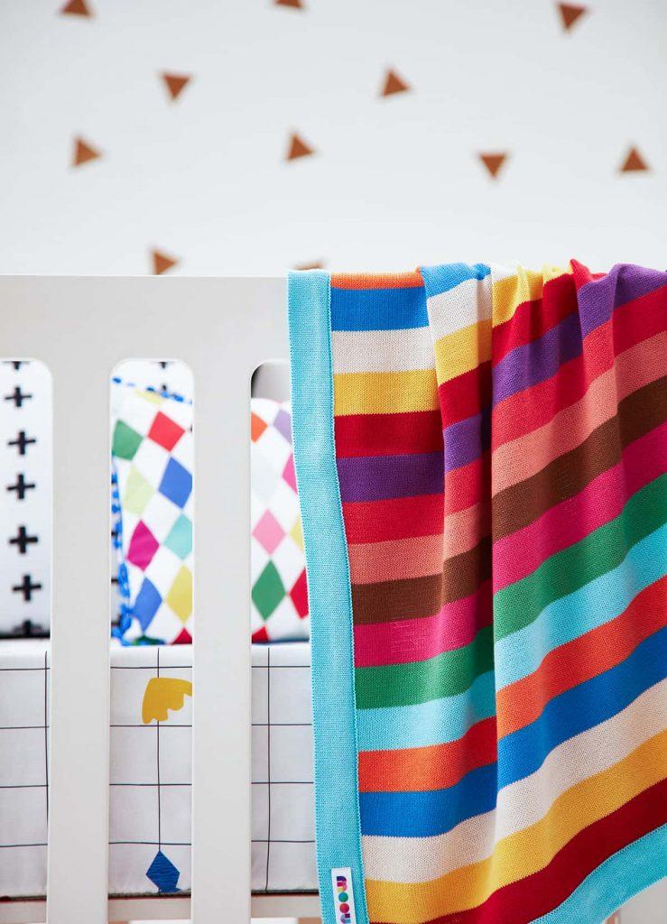 manta de berço listrada e colorida