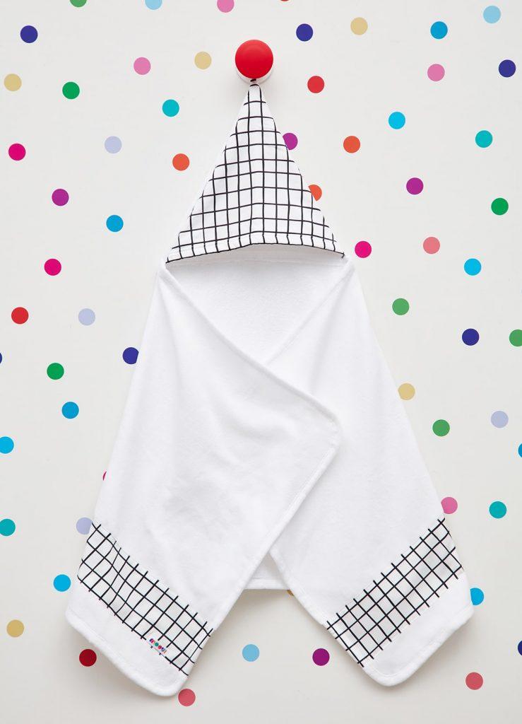 presente para recém-nascido: toalha de banho com toca preta e branca