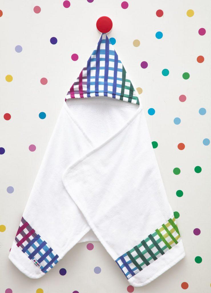 toalha de banho com toca colorida
