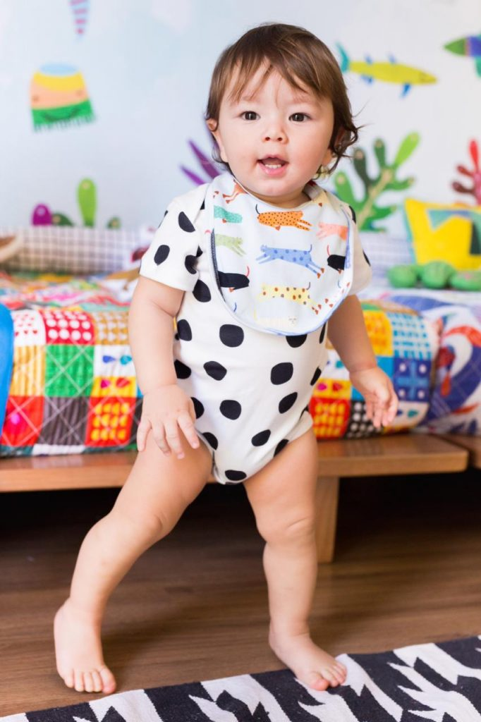 presente para recém-nascido: babador colorido